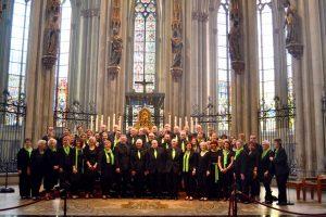 Vor dem Dreikönigeschrein im Kölner Dom