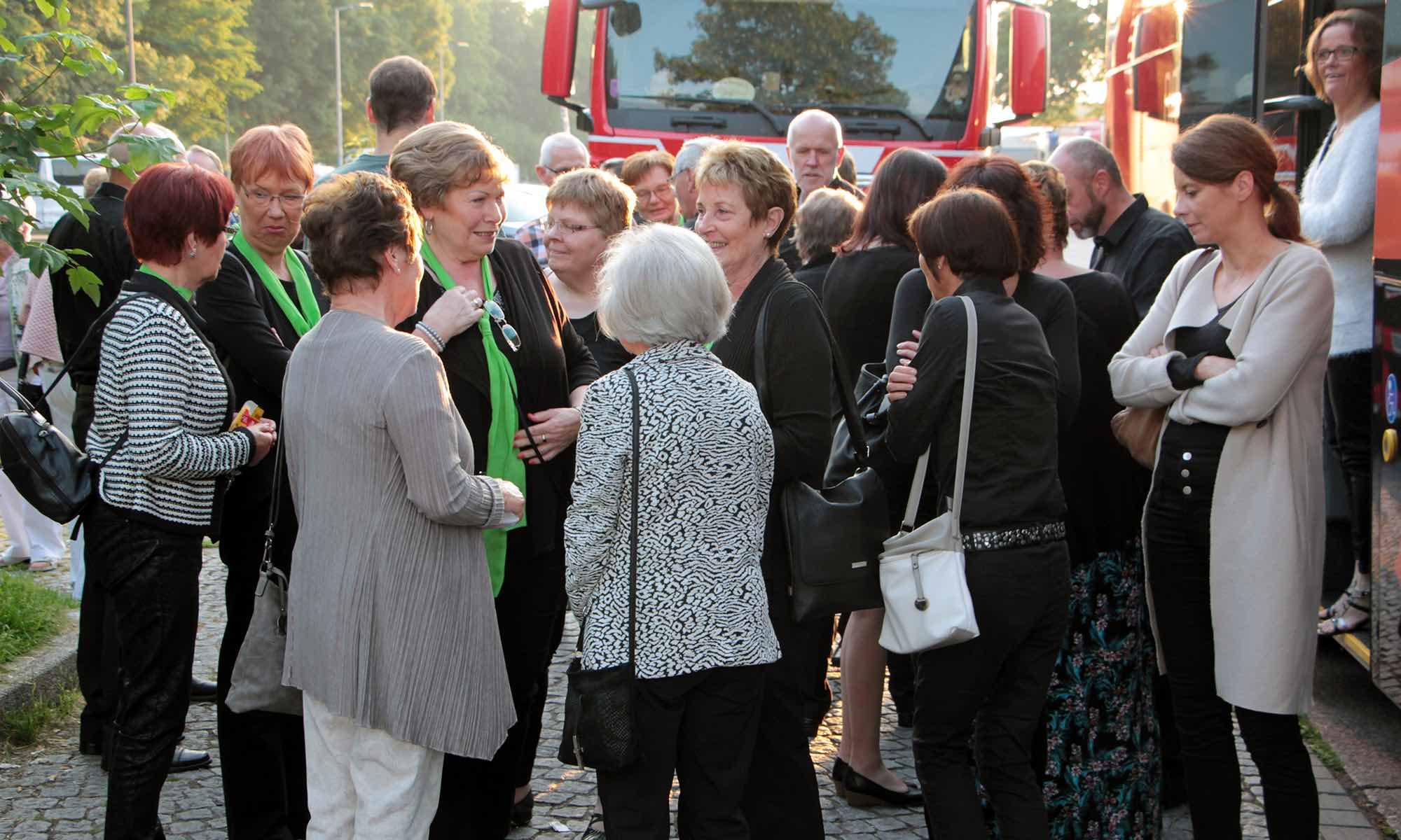 ...auch viele Gäste und Angehörige sind mit von der Partie...